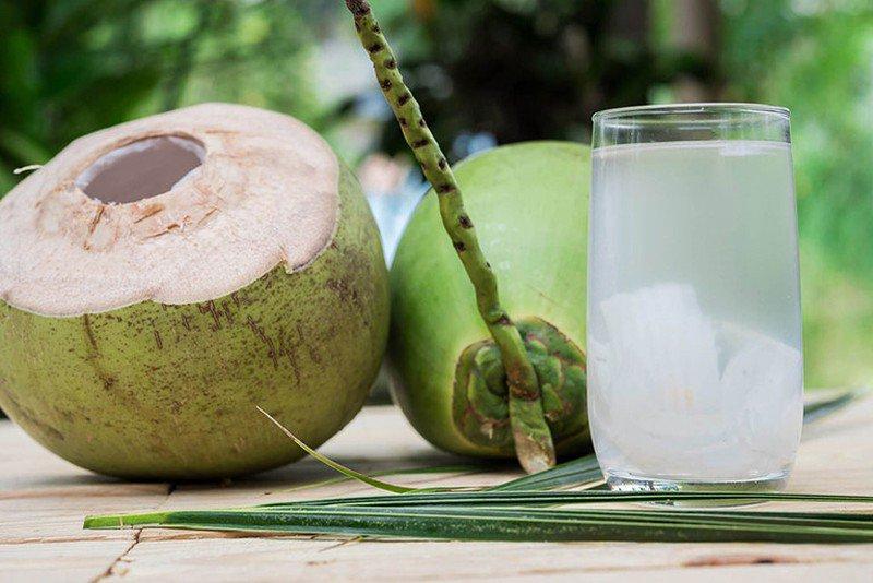 Không nên uống nước dừa vào những thời điểm này để tránh hệ lụy với sức khỏe  - Ảnh 3.