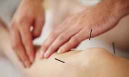 Điều trị tràn dịch khớp gối thể nhẹ bằng phương pháp y học cổ truyền