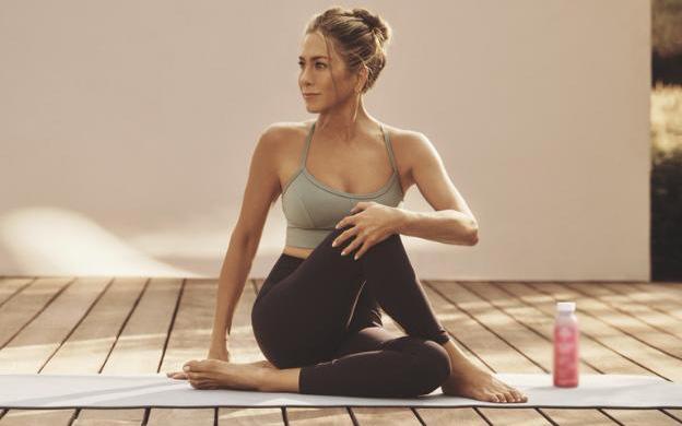'Sao' làm đẹp: Học cách chăm sóc da của Jennifer Aniston, người phụ nữ đẹp nhất thế giới