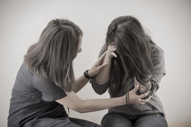 Tỷ lệ tử vong do COVID-19 ở người bị vấn đề sức khỏe tâm thần tăng cao ở Anh - Ảnh 2.