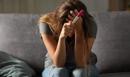 Ăn kiêng, thức khuya không chỉ ảnh hưởng tới sức khỏe phụ nữ mà còn có thể gây vô sinh