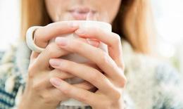 Mùa mưa lạnh đã đến, 10 lợi ích tuyệt vời của việc uống và dùng nước ấm